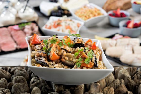 Salade de blé, aubergine grillée, tomate et pignons (1 kg)