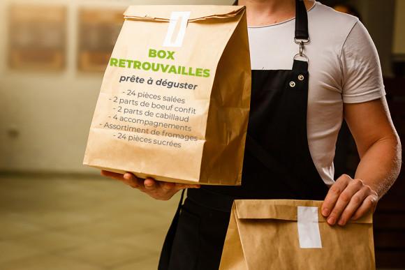 Box Retrouvailles prête à déguster (24 pièces salées, 2 parts de boeuf à réchauffer, 2 parts de cabillaud à réchauffer, 4 accompagnements, fromage et 24 pièces sucrées)