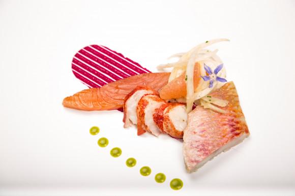 Trilogie de saumon, rouget et homard, fenouil croquant et crème de betterave