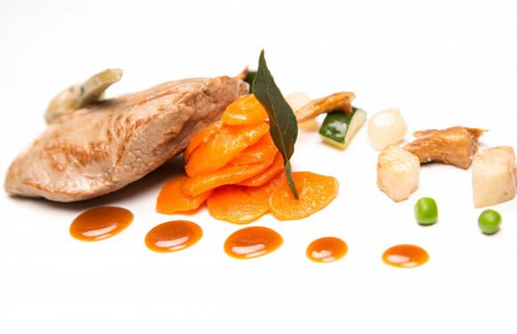 Quasi de veau, sauce orange, boûton d'artichaut, carottes glacées au cumin et galette de pommes de terre